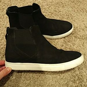 Vince sneakers size 9.5M